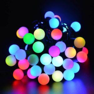 Eglīšu virtenes ar daudzkrāsainām bumbiņām